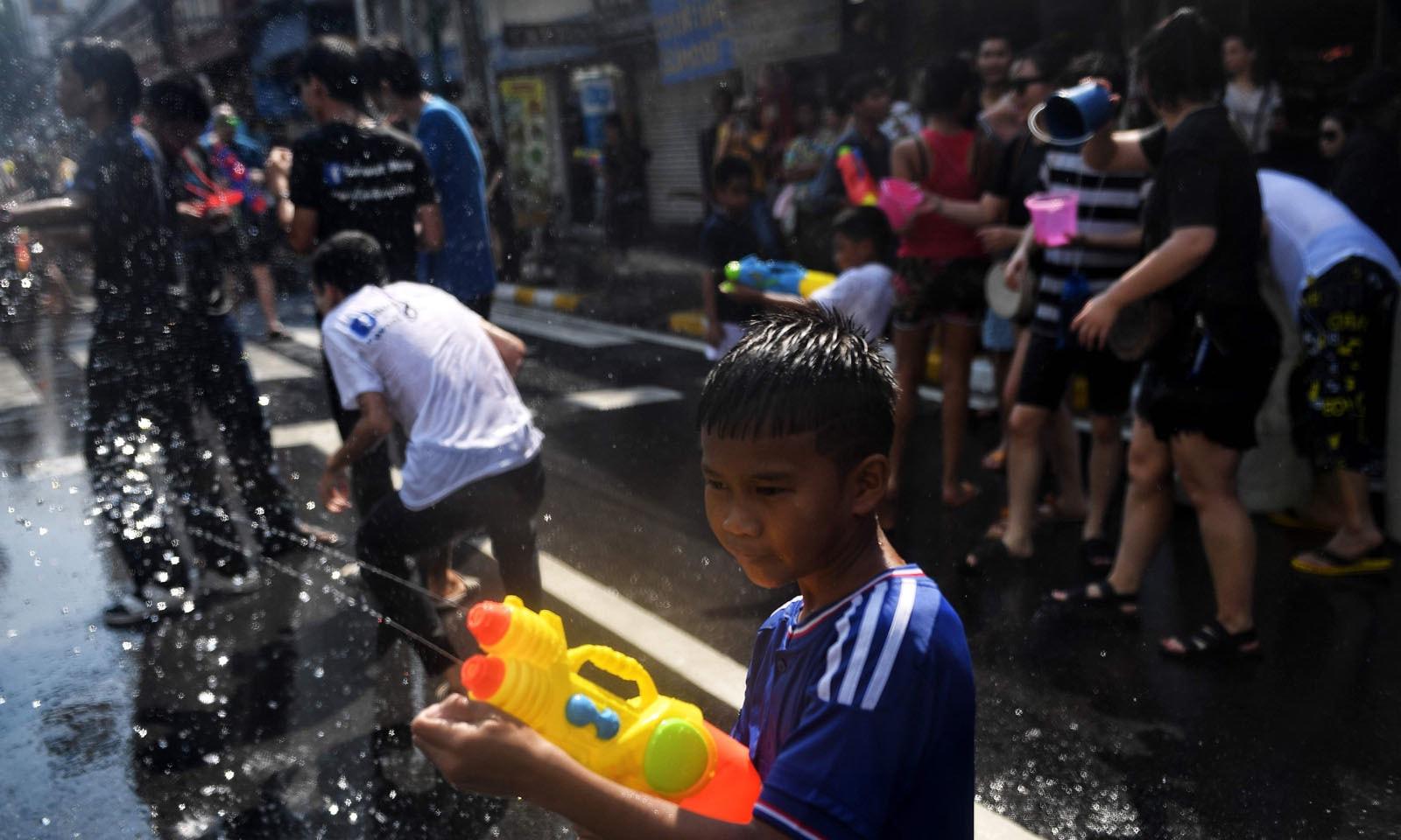 سونگ کران انگریزی سال کی 12 تاریخ کو منایا جاتا ہے—فوٹو: اے ایف پی