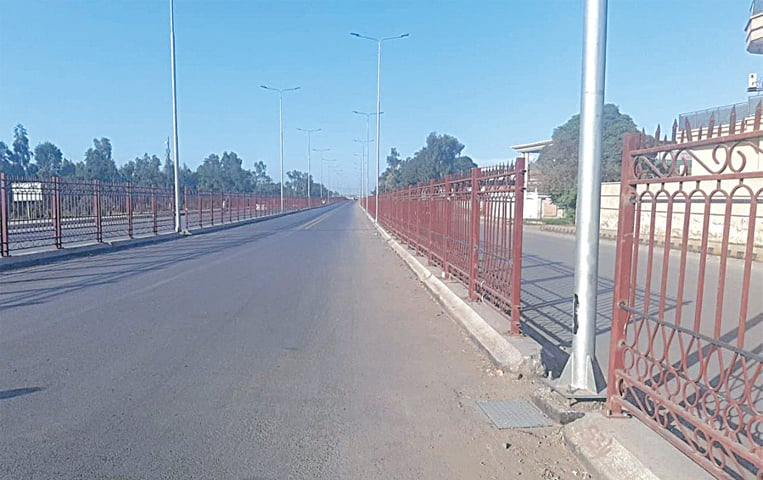 Among the design gaffes made in the BRT are gaps such as this in Hayatabad Phase-III. Rather than having a continous metal railing, poor planning has resulted in the railing being punctuated by gaps where electricity poles exist.  This portion, however, has been repaired after a woman was killed during a test drive for a BRT bus | Shahbaz Butt/White Star