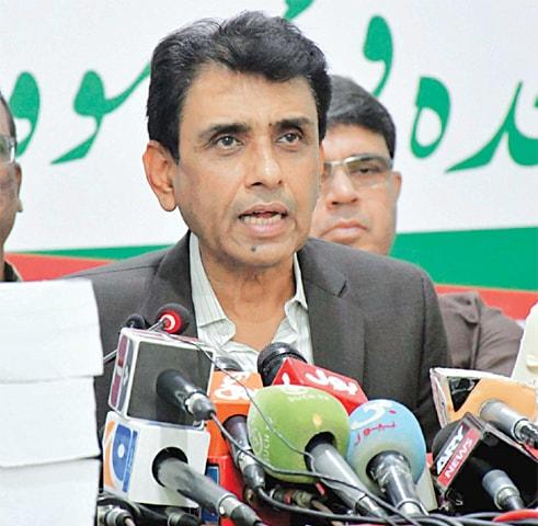 DR Khalid Maqbool Siddiqui speaks at the MQM-P's Bahadurabad office on Saturday.—Online