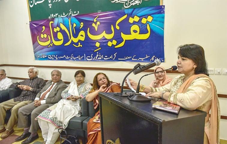 Parveen Sultana Saba recites her poetry.—White Star