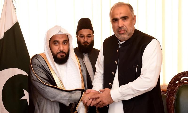 امام کعبہ نے پارلیمنٹ ہاؤس کا دورہ کیا اور چیئرمین اور اسپیکر اسمبلی سے ملاقات کی — فوٹو: قومی اسمبلی