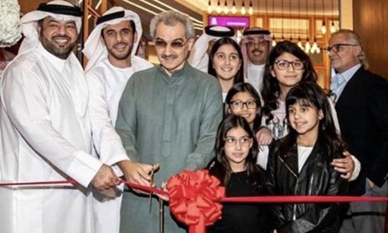 ولید بن طلال نے سینما کا افتتاح کیا—فوٹو: ٹوئٹر