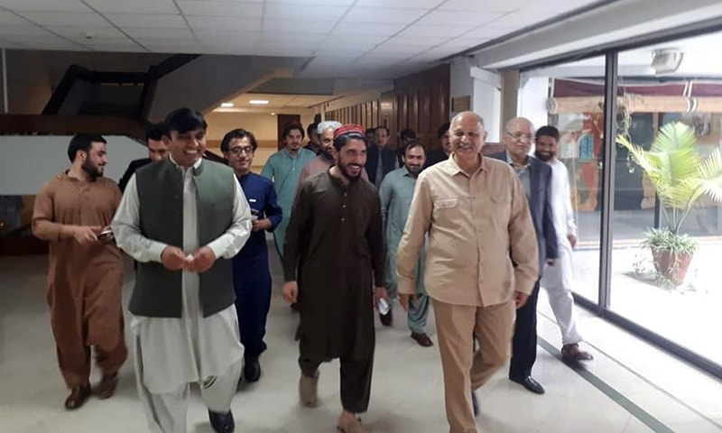 (L-R) MNA Mohsin Dawar, PTM leader Manzoor Pashteen and Senator Mushahid Hussain are pictured walking together on April 16. — PTM