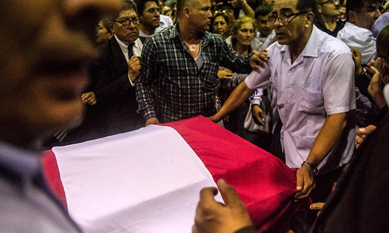 The coffin with the remains of late Peruvian former President Alan Garcia arrives at the American Popular Revolutionary Alliance (APRA) party headquarter's in Lima. ─ AFP