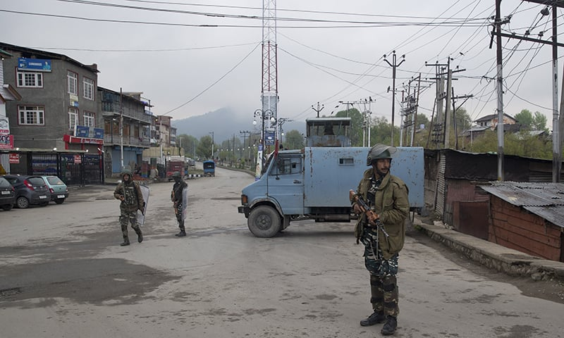 Indian paramilitary soldiers stand guard on a deserted street during the second phase of India's general elections, in Srinagar. ─ AP
