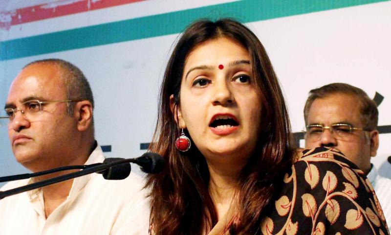 پریانکا چترویدی کو اترپردیش میں پریس کانفرنس کے دوران کارکنان نے ہراساں کیا تھا—فائل فوٹو: پریس ٹرسٹ آف انڈیا
