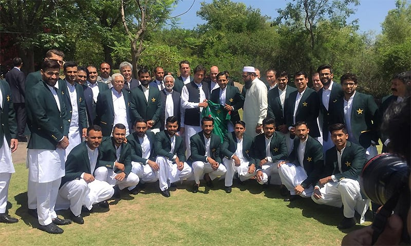 'Kaptaan' Khan gives cricket team pre-World Cup pep talk