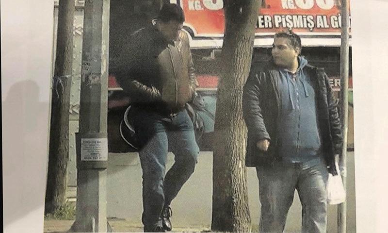 مبینہ جاسوس کو پولیس اور انٹیلی جنس سروس نے گرفتار کیا—فوٹو: اے پی