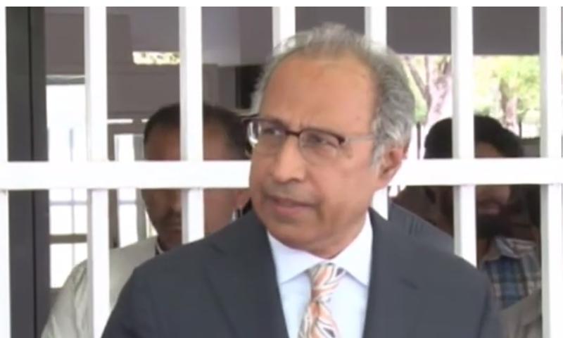 مشیرخزانہ عبدالحفیظ شیخ کے مطابق آئی ایم ایف کے ساتھ مذاکرات کو آگے بڑھایا جائے گا — فوٹو: ڈان نیوز