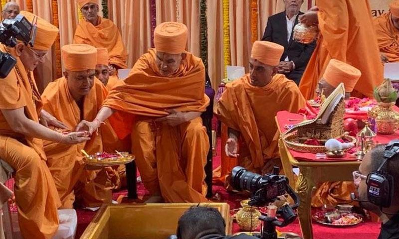 یو اے ای اور بھارت سمیت دیگر ممالک سے تقریباً ڈھائی ہزار ہندو زائرین نے شرکت کی—فوٹو: گلف نیوز