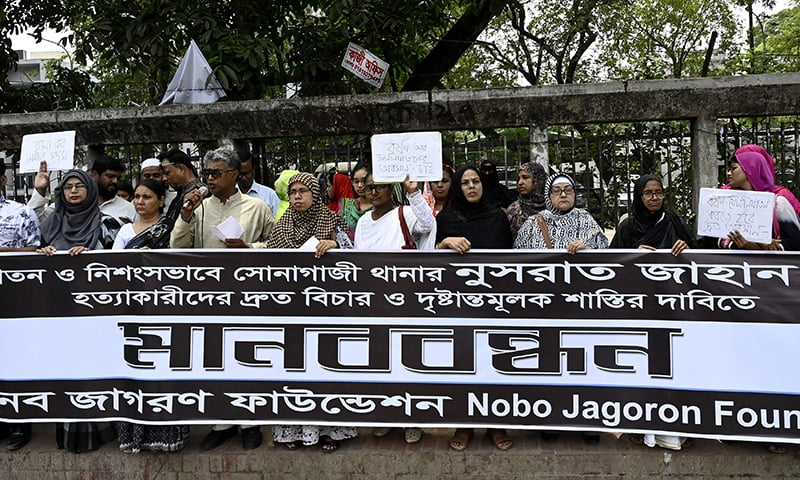 Bangladeshis attend a protest in Dhaka on April 20, 2019, following Nusrat Jahan Rafi's murder by being set on fire after she had reported a sexual assault. - Demonstrations were held across the Bangladesh capital on April 20 for the tenth consecutive day after a teenager who accused a head teacher of sexually harassing her was burned to death. (Photo by MUNIR UZ ZAMAN / AFP) — AFP or licensors