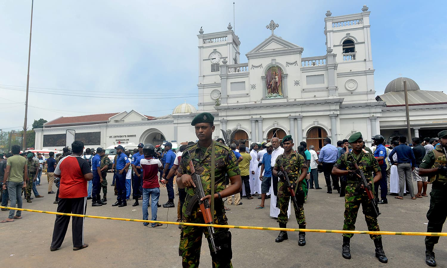Sri Lankan security personnel keep watch outside the church premises following a blast at the St. Anthony's Shrine in Kochchikade, Colombo on April 21, 2019. ─ AFP