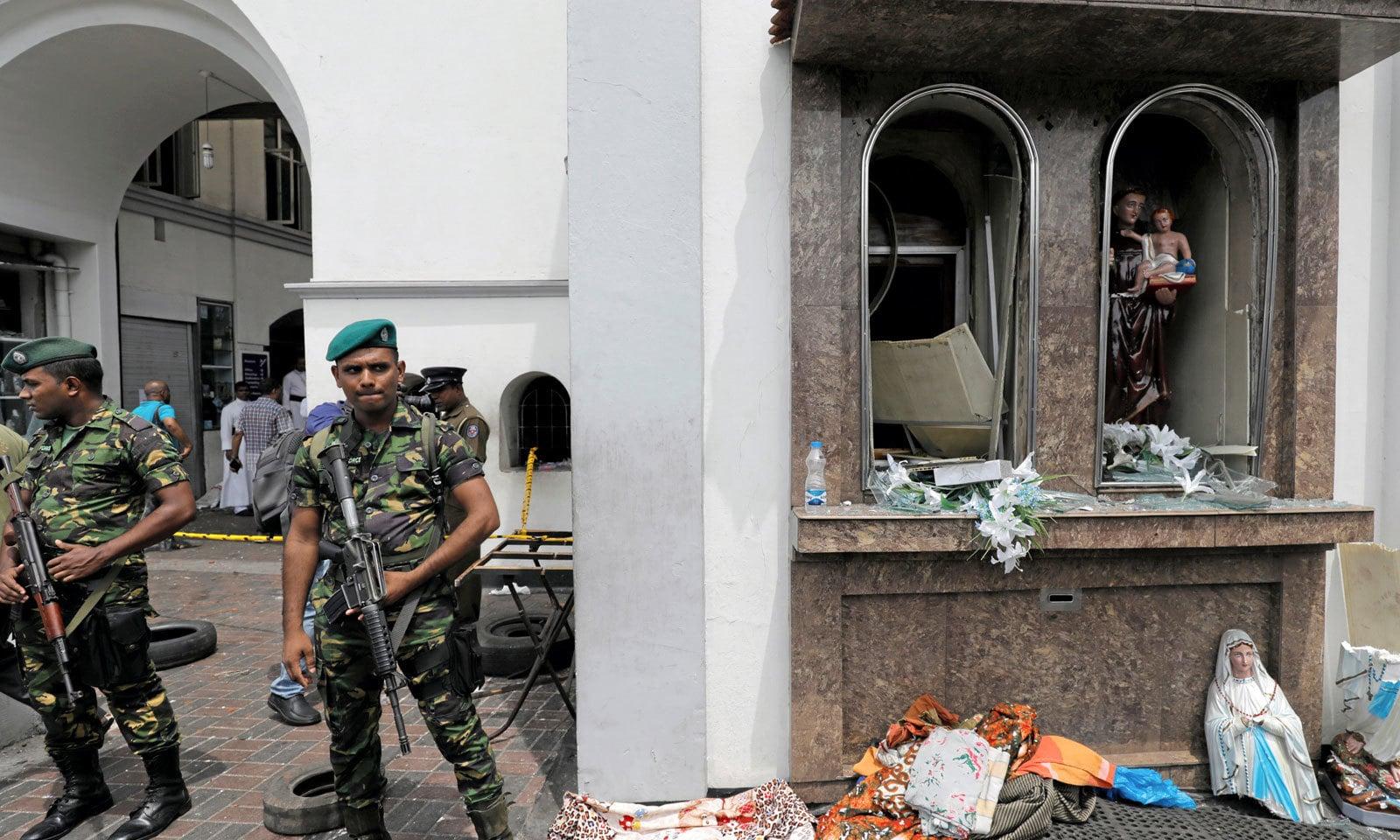 بم دھماکوں میں زخمی ہونے والے پاکستانیوں میں 3 خواتین اور ایک بچہ شامل ہے — فوٹو: رائٹرز