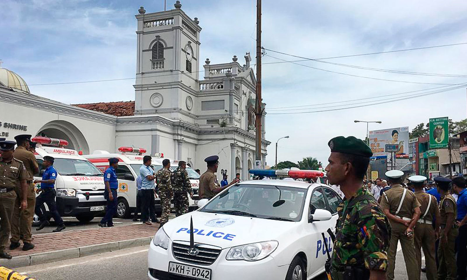 دھماکوں کے بعد سری لنکا میں سخت سیکیورٹی نافذ ہے — فوٹو: اے پی