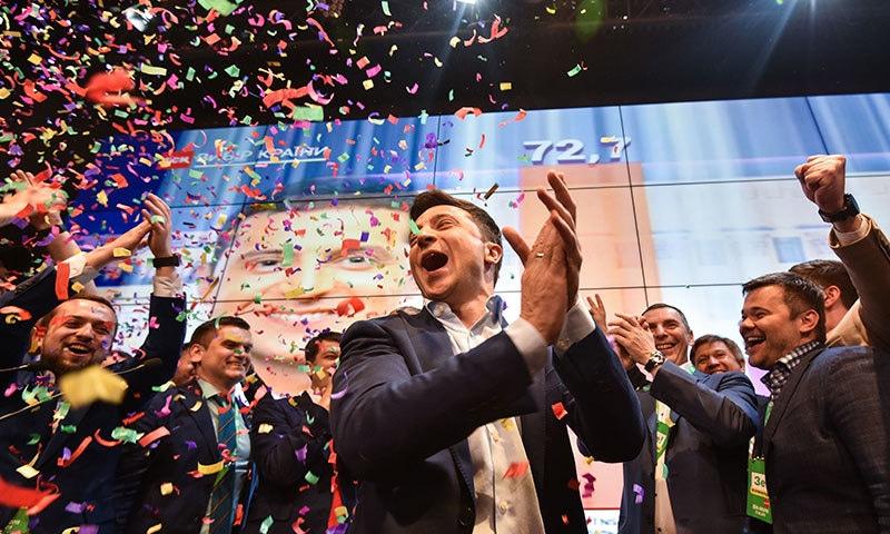 زیلنسکی میں پہلے مرحلے میں 13 فیصد اور دوسرے میں 73 فیصد ووٹ حاصل کیے—فوٹو:اےا یف پی