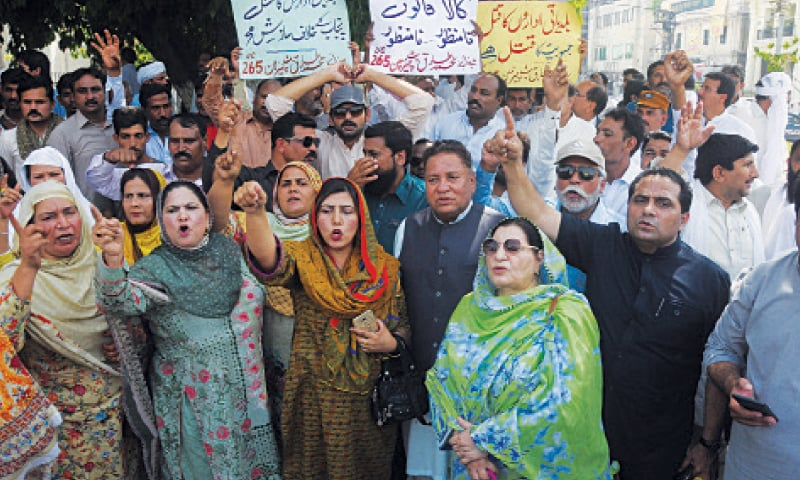 Chairmen, members and councillors, led by mayors, deputy mayors and political leaders, protest at Charing Cross against the Punjab government for presenting a bill in the assembly about inception of new local government system. — White Star