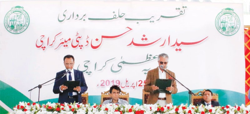MAYOR Wasim Akhtar administers oath to the newly elected deputy mayor at the Gulshan-i-Jinnah Park on Thursday.—PPI