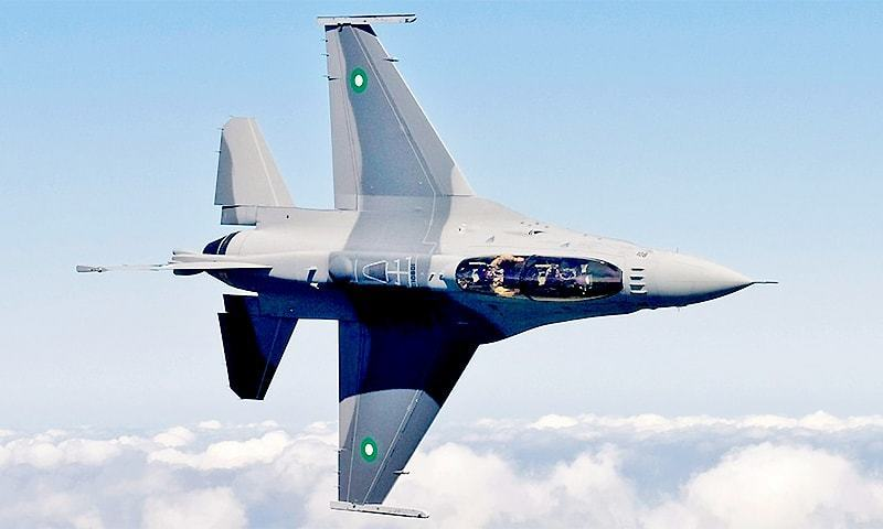 A 2009 photograph by the USAF showing an F-16D Block 52+ 'Fighting Falcon' undergoing testing in the US prior to delivery to the Pakistan Air Force. ─ Wikimedia Commons/File