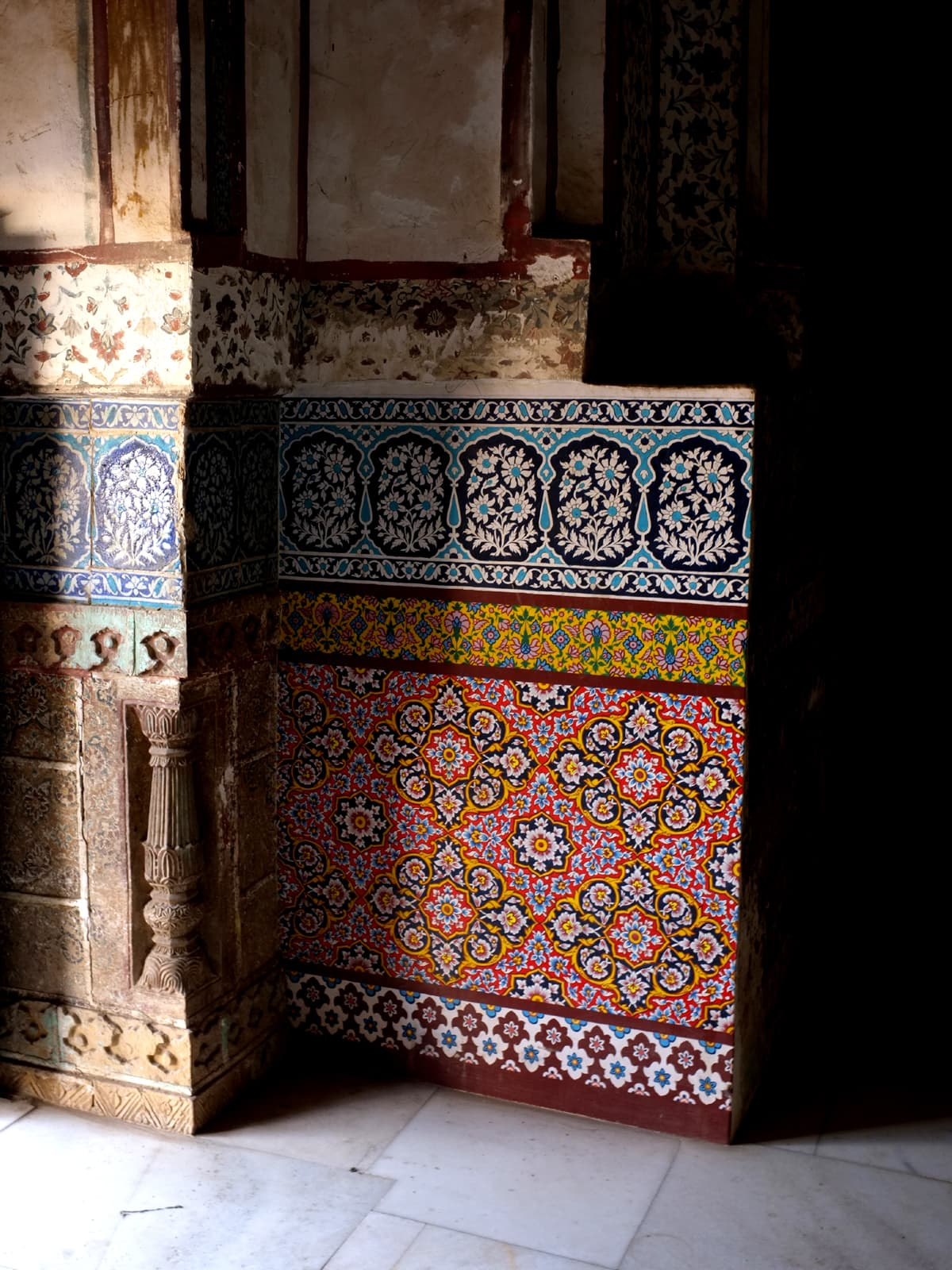Hidden within the crevices of Pakistan are monuments and landscapes that tell stories rooted in Pakistan's heritage. These are locales that have an untouched beauty about them, at par with the world's most exotic sites. The historic tomb of Talpur Mir in Hyderabad, with its artisanal carved walls, turquoise tile work and stately architecture is seen here, featured alongside Rizwan Beyg's 'Pearlessence', a collection that has a regal elegance of its own, doing great justice to its stately backdrop.