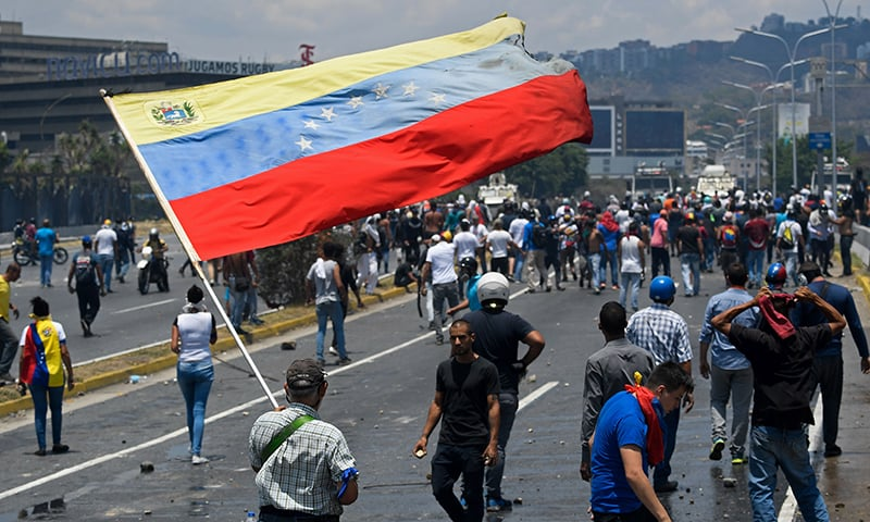 Rioting breaks out in Venezuela amid 'attempted coup'