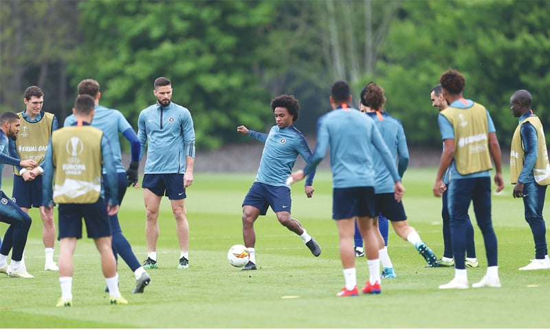 LONDON: Chelsea's Olivier Giroud (center L) and Willian (C) attend a practice session at the Cobham Training Ground on Wednesday.—AP
