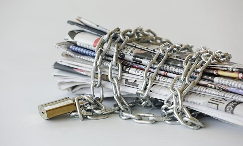 دنیا بھر میں آزاد صحافت سخت ترین دباؤ کا شکار ہے — تصویر: شٹر اسٹاک