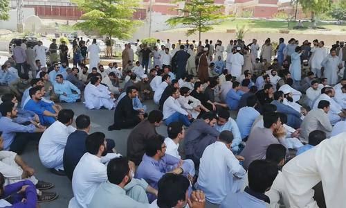 خیبر پختونخوا اور پنجاب میں سرکاری ہسپتالوں کی او پی ڈی بند رہی — فوٹو: ڈان نیوز