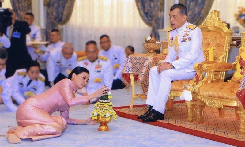 بادشاہ نے جس خاتون سے شادی کی تھی وہ بھی ان کی ذاتی محافظ رہی تھیں—فوٹو: رائٹرز