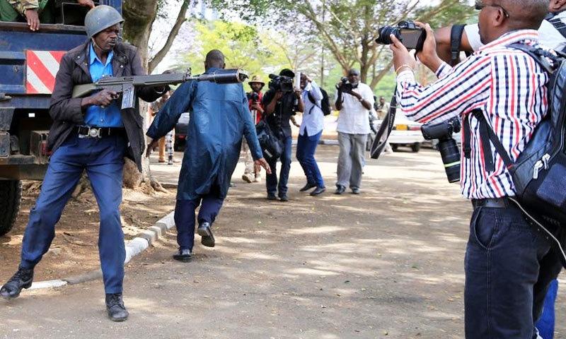 دنیا بھر میں 26 سال کے دوران 1324 صحافی مارے جا چکے ہیں—فائل فوٹو: ہیومن رائٹس واچ