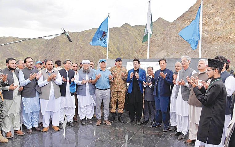 MOHMAND: Prime Minister Imran Khan and others pray after performing the groundbreaking of Mohmand Dam Hydropower Project on Thursday.—INP