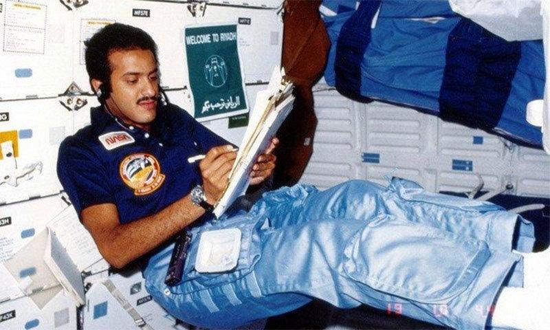 شہزادہ سلطان اپنے خلائی سفر کے دوران — فوٹو بشکریہ ناسا