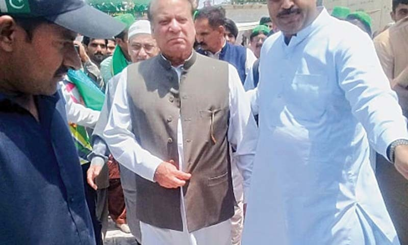 Former prime minister Nawaz Sharif arrives at Data Darbar on Sunday.— White Star