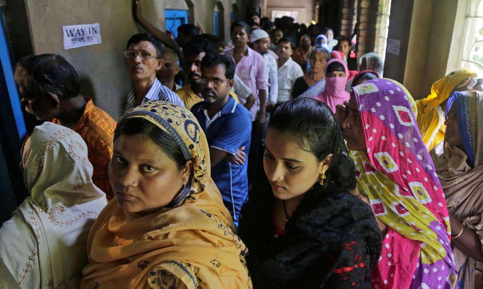 جے پور میں خواتین کی بڑی تعداد نے ووٹ کاسٹ کیا — فوٹو: اے پی