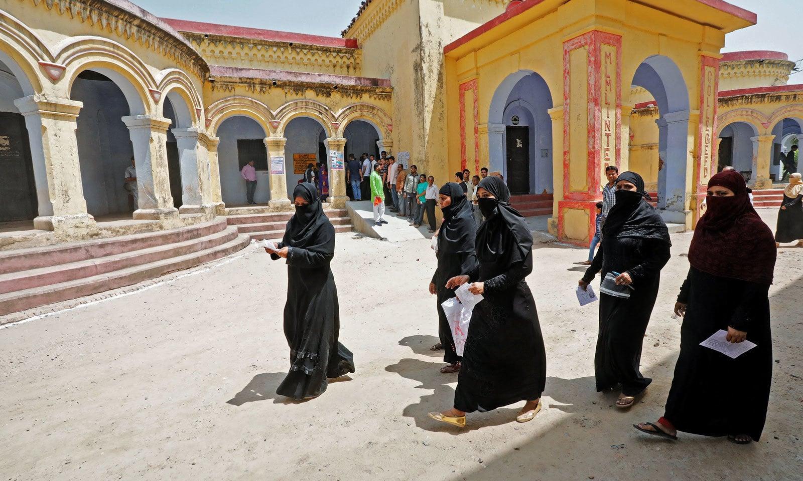 ایودھیا میں مسلمان خواتین نے بھی حق رائے دہی کا استعمال کیا  — فوٹو: رائٹرز
