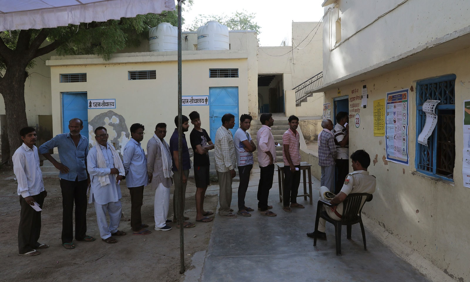 اترپردیش میں راہول گاندھی اور سونیا گاندھی کے حلقوں پر انتخابات ہوئے — فوٹو: اے پی