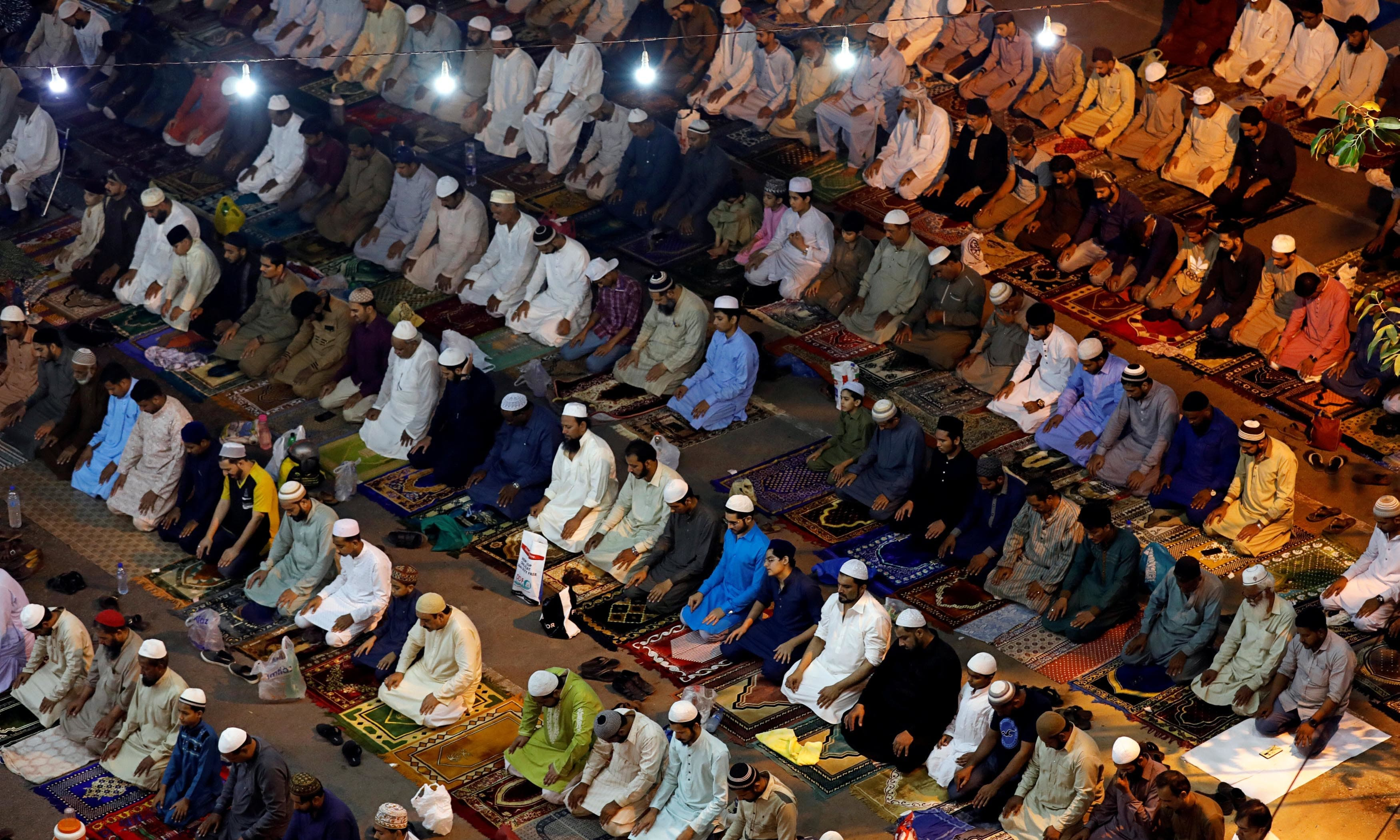 "Pakistanis attend ""tarawih"" to mark the fasting month of Ramazan. — Reuters"