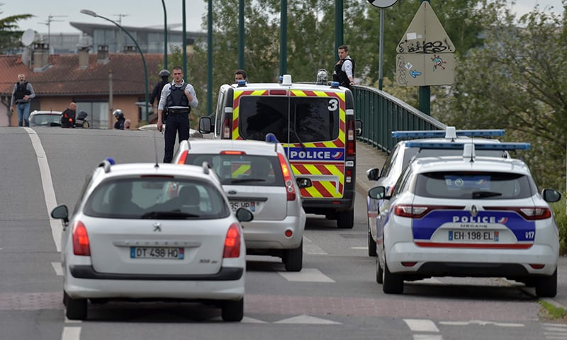 Armed kidnapper takes 4 hostages in southern France
