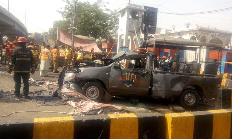 دھماکے سے ایلیٹ فورس کی گاڑی تباہ ہوگئی—فوٹو: پولیس