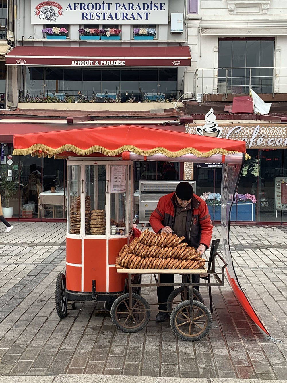 A vendor selling Turkish bread called simit outside the Karaköy pier.