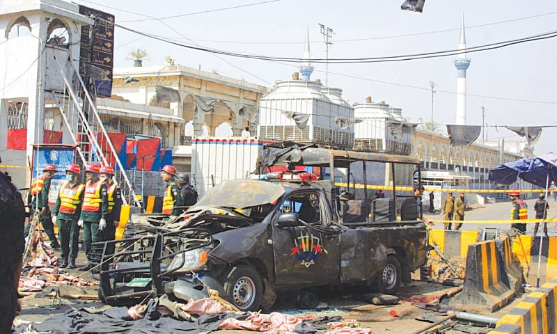 Bomb attack jolts Lahore, kills 10 near Data Darbar