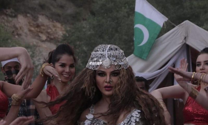اداکارہ نے کچھ روز قبل بھی پاکستانی جھنڈے کے ساتھ ایک تصویر شیئر کی تھی —فوٹو/ اسکرین شاٹ