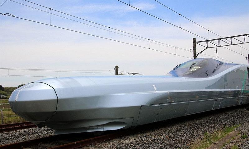 دنیا کی تیز ترین بلٹ ٹرین — فوٹو بشکریہ JIJI PRESS