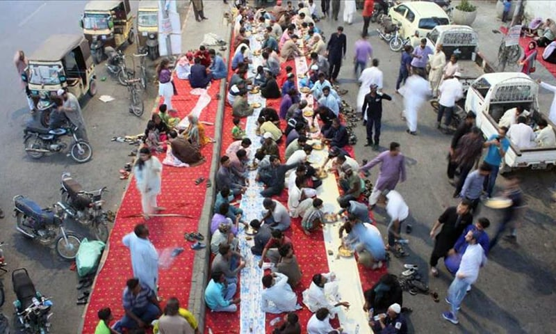 A view of people having their fast-breaking (iftar) meal in Karachi. — Anadolu Agency