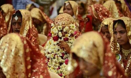 دونوں بہنوں کو شادیوں کے بعد واپس نارووال بلا لیا گیا تھا — فائل فوٹو/اے ایف پی