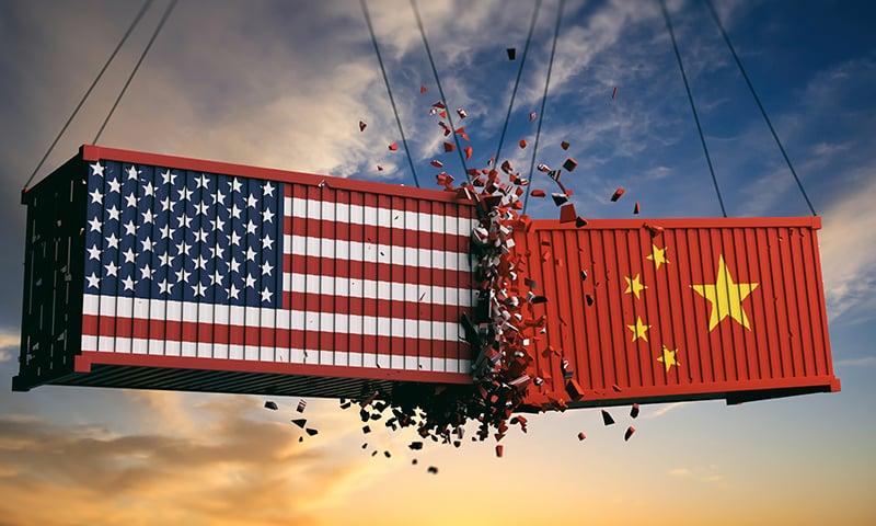 حکام چین کی معیشت پر پڑنے والے ممکنہ اثرات کا جائزہ لے رہے ہیں—فوٹو: شٹر اسٹاک