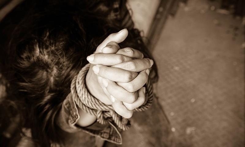 مذکورہ لڑکی ایک بلڈر کی بیٹی ہے—تصویر: شٹراسٹاک