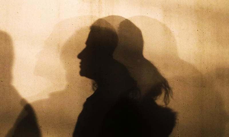 تھانہ آبپارہ پولیس نے عمیمہ خان کے اغوا کا مقدمہ درج کرکے تلاش شروع کردی — فائل فوٹو/ اے پی