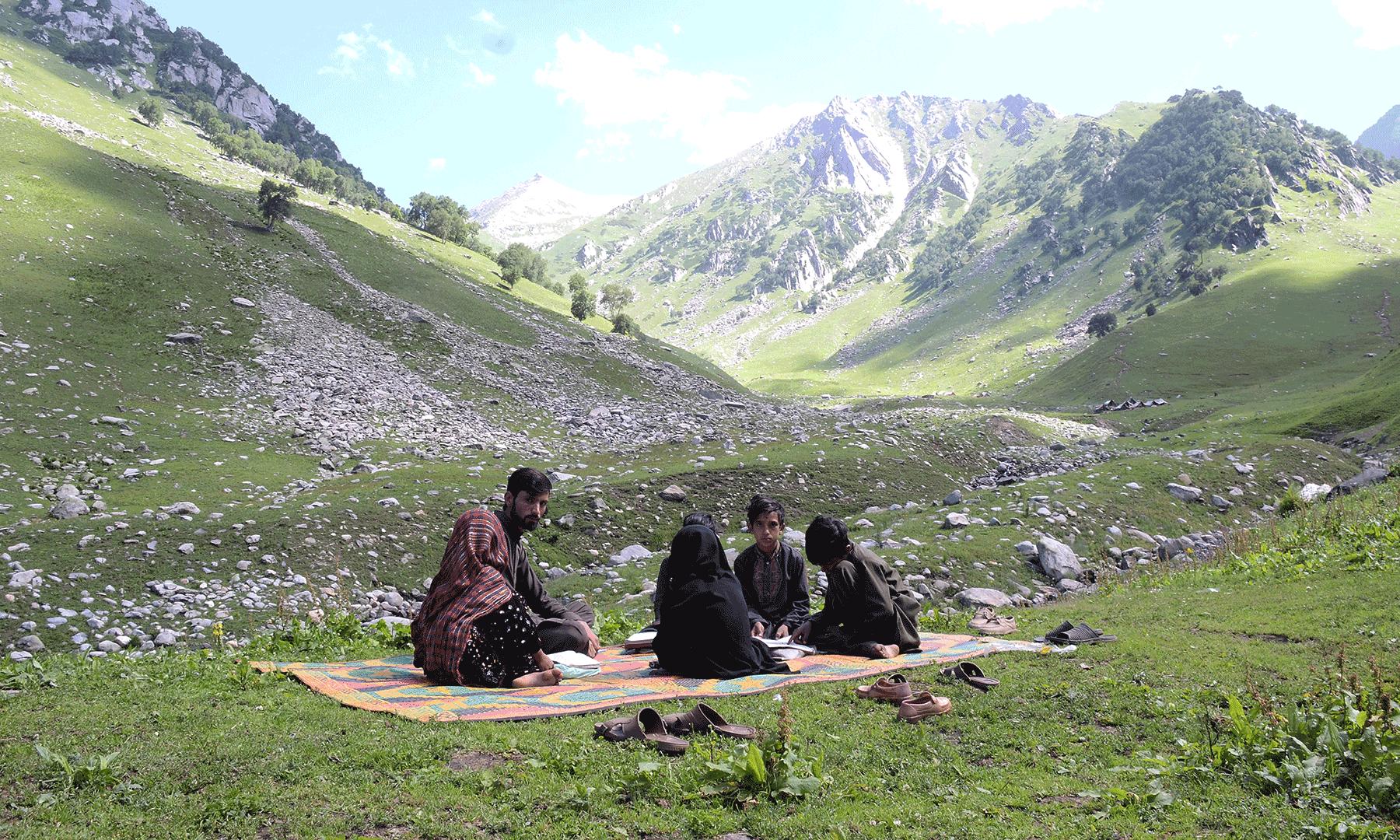 شکرگڑھ گاؤں کا سکول—تصویر  سلمان خان