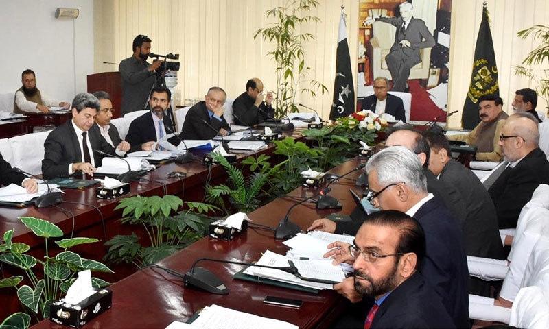 اقتصادی رابطہ کمیٹی کا اجلاس وزیر اعظم کے مشیر برائے خزانہ ڈاکٹر عبدالحفیظ شیخ کی زیر صدارت ہوا — فوٹو: پی آئی ڈی