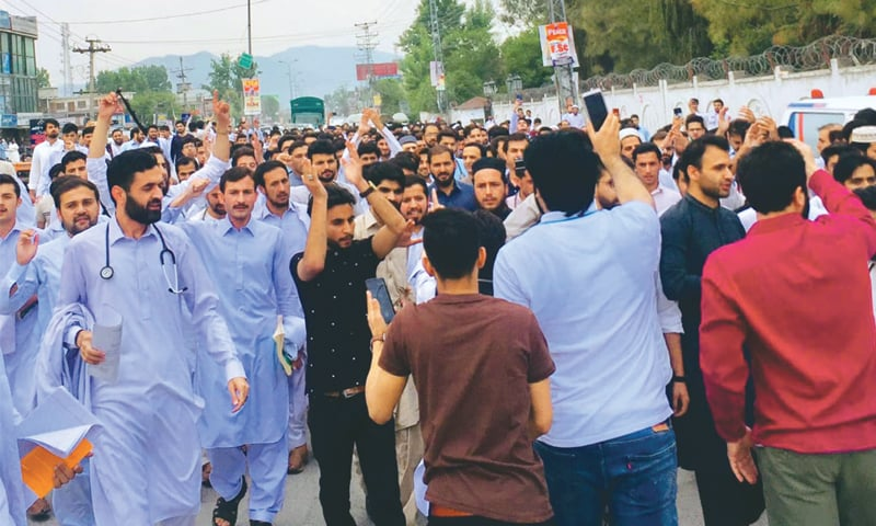 PESHAWAR: Doctors from government hospitals hold a protest on University Road on Wednesday. —Shahbaz Butt / White Star